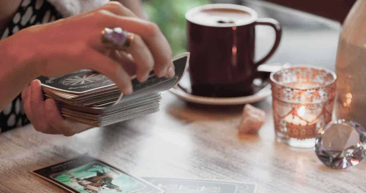 How to bond with your tarot cards