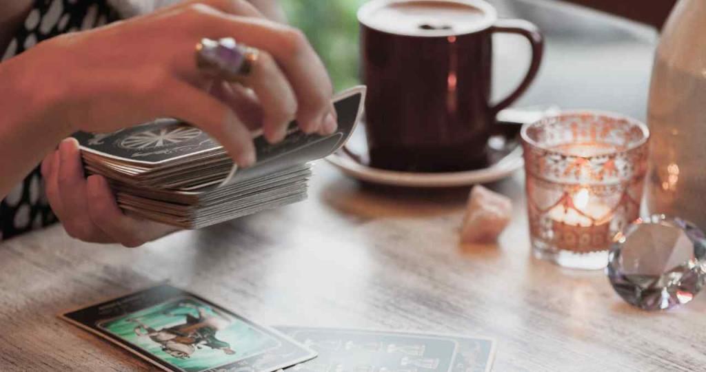 How to shuffle tarot cards